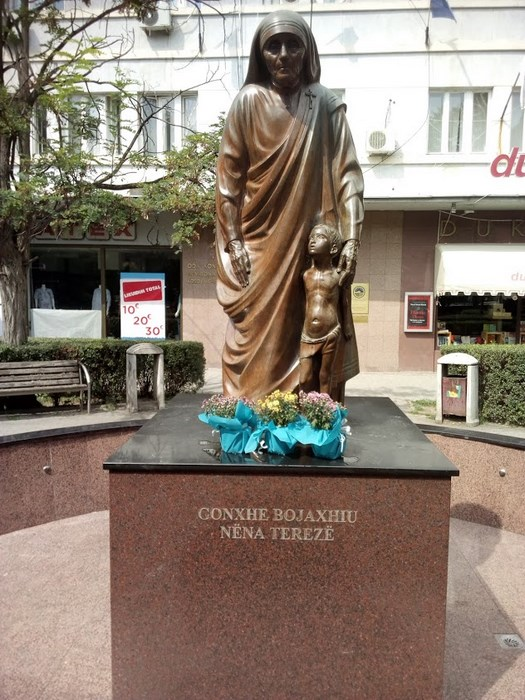 Statuia Maica Teraza Kosovo
