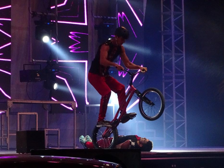 Show pe bicicleta