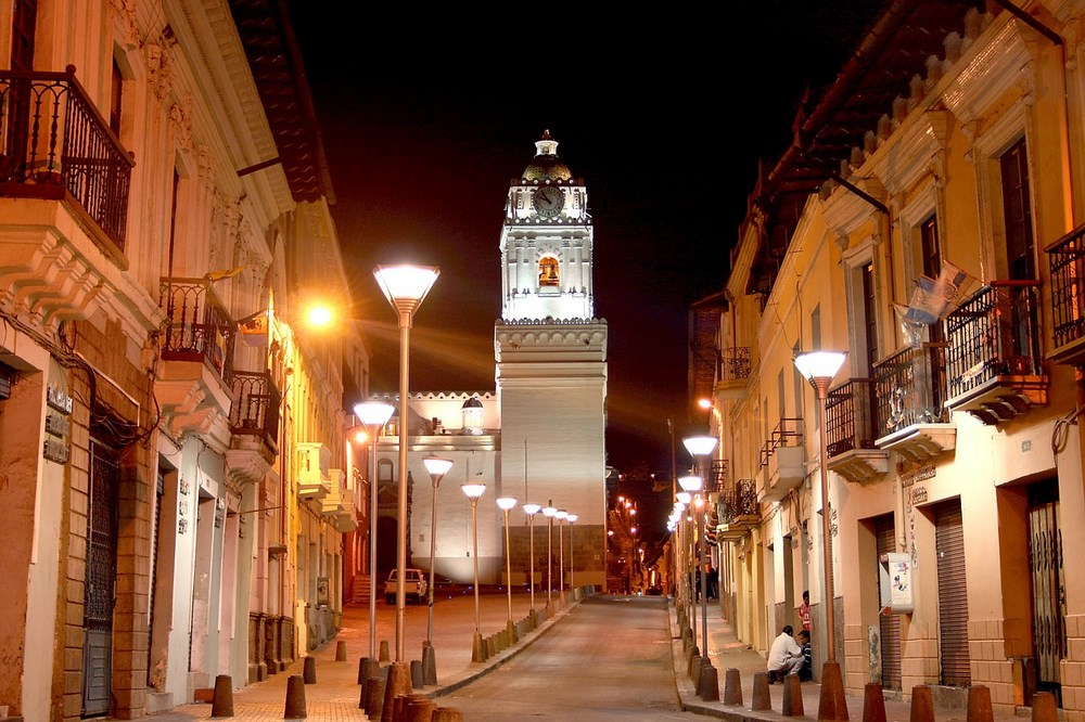 Quito orasul vechi noaptea