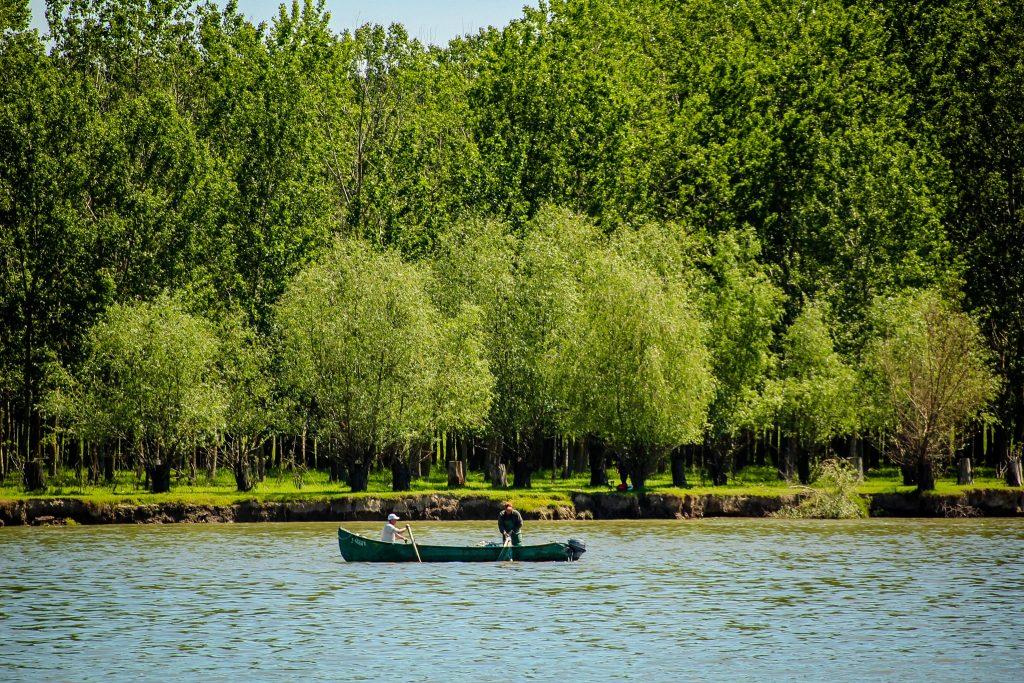 . Pescari în Delta Dunării