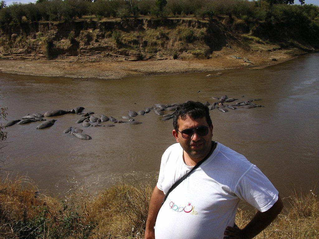 Raul cu hipopotami