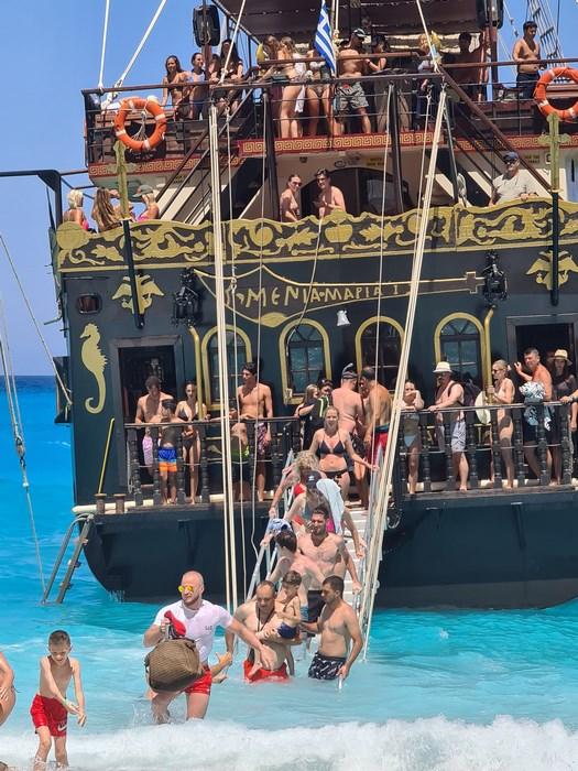 Debarcare Navagio