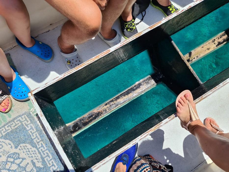 Barca cu fundul de sticla
