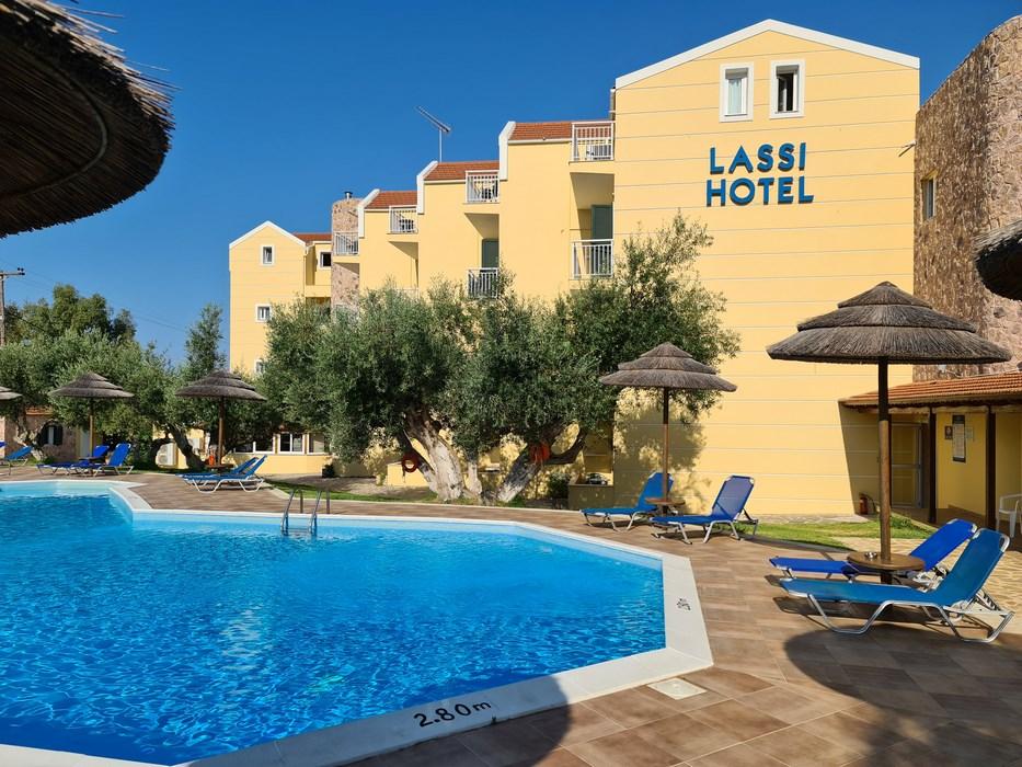 Piscina hotel Lassi