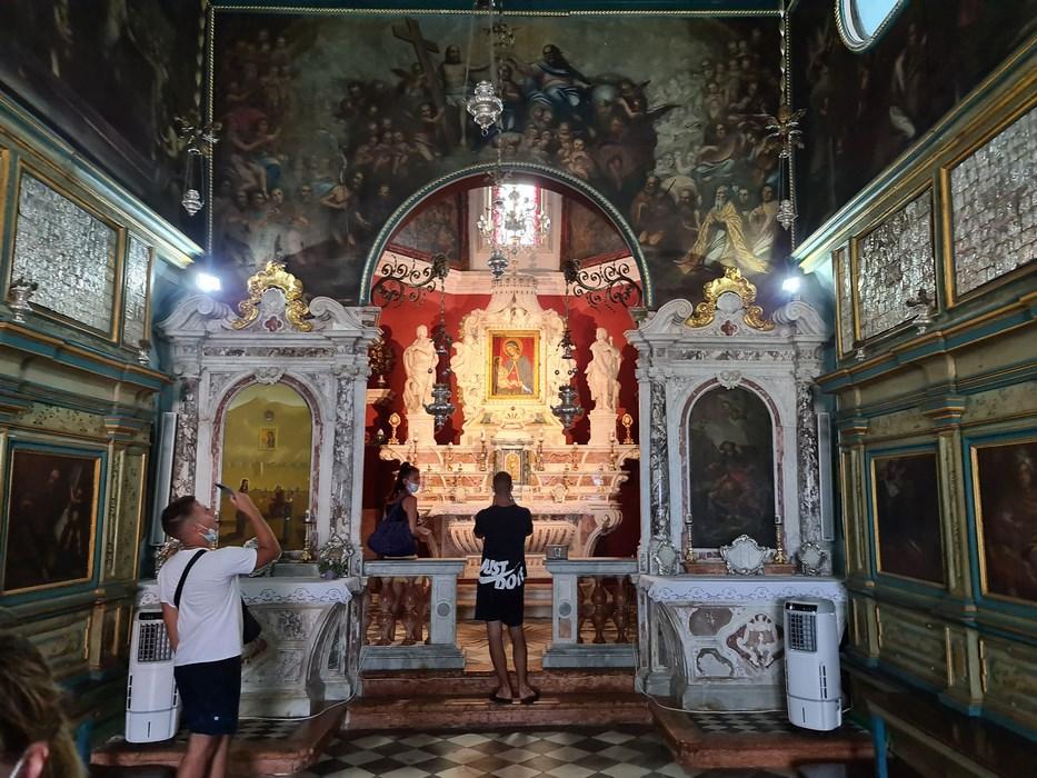 Interior biserica insula Perast