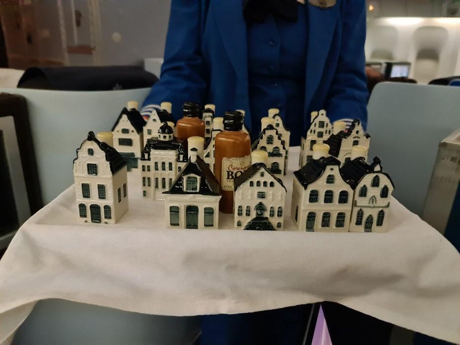 Casute de Delft cadou KLM